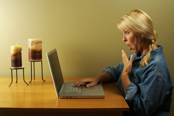 shocked-woman-on-computer